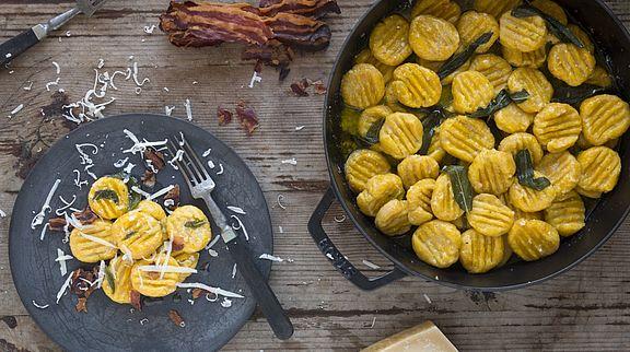 Lecker! - Kürbis-Gnocchi mit Salbeibutter, krossem Pancetta und Parmesan