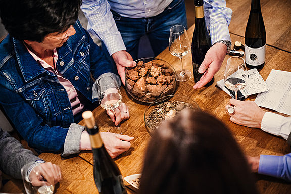 Viele Winzer haben Weinlagen auf unterschiedlichen Bodenprofilen. Die parallele Verkostung von Terroir-Weinen sind für viele Weinliebhaber ein absolutes Aha-Erlebnis.