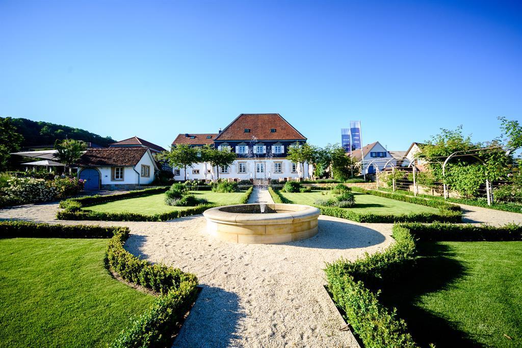 Gartenansicht mit Brunnen